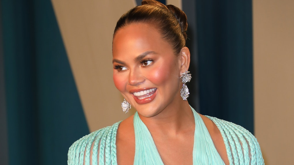 Chrissy Teigen hits the red carpet.