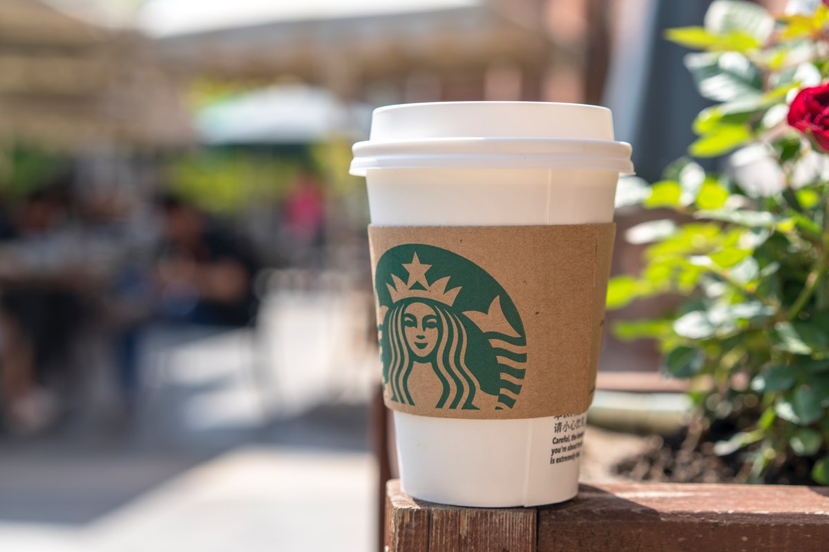 Here's how Starbucks' free coffee for frontline workers deal in December 2020 can help support those on the frontline.