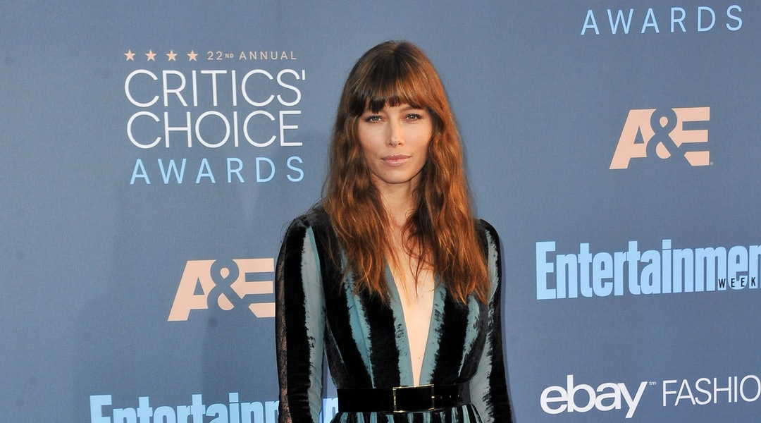 Jessica Biel's long hair with bangs is a no-frills look