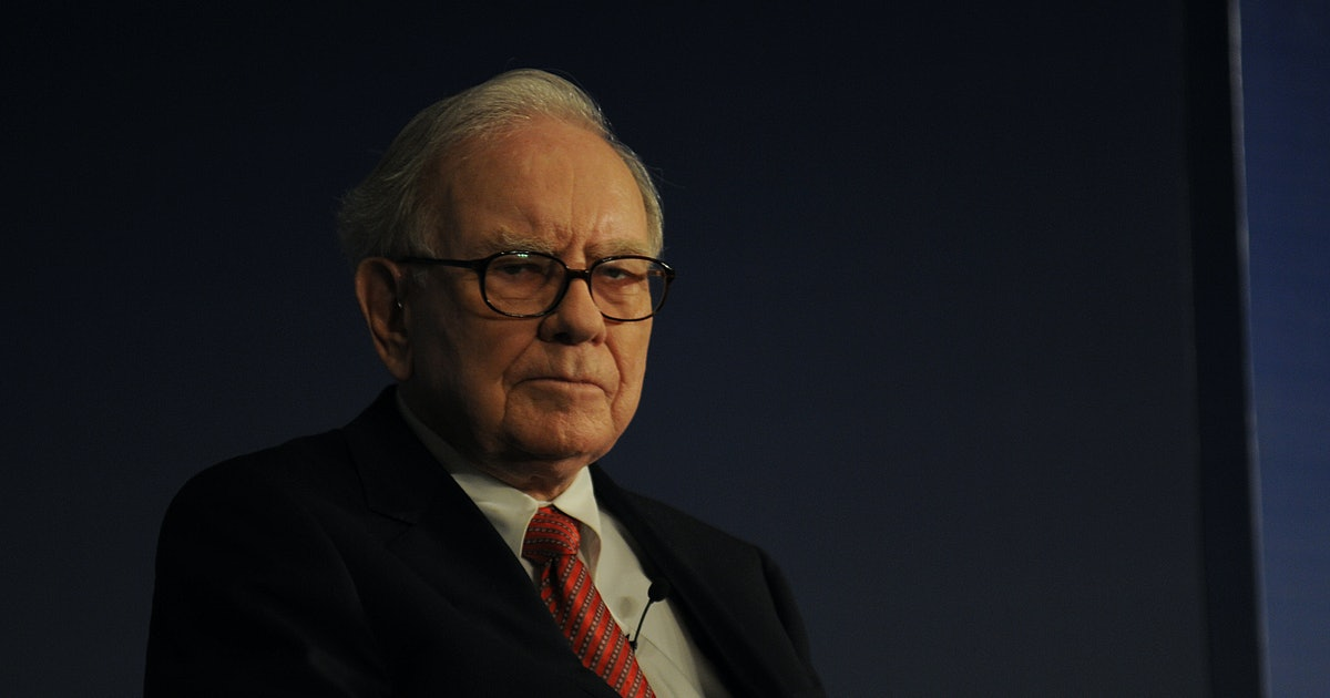 Warren Buffet finally switches to iPhone