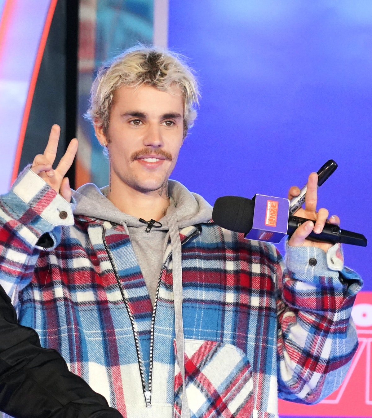 Justin Bieber throws up the peace sign.