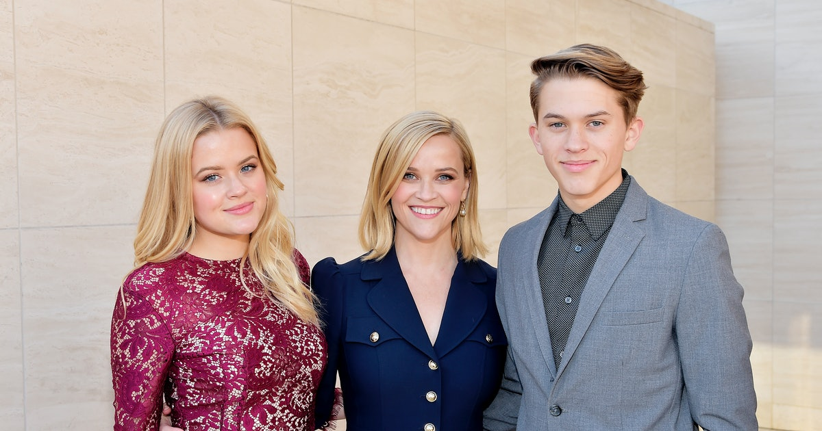 "Reese Witherspoon's 16-Year-Old Son Gave Her A Crash Course In ""Dapping"" — VIDEO"