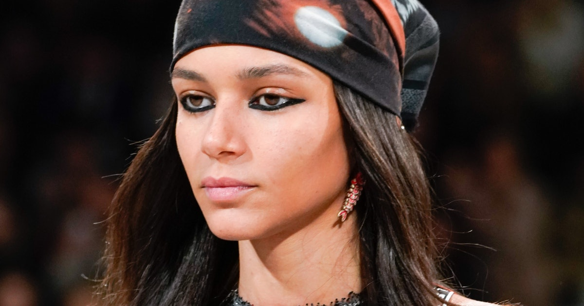 This Eyeliner Hack From Dior's PFW Show Is A Game Changer