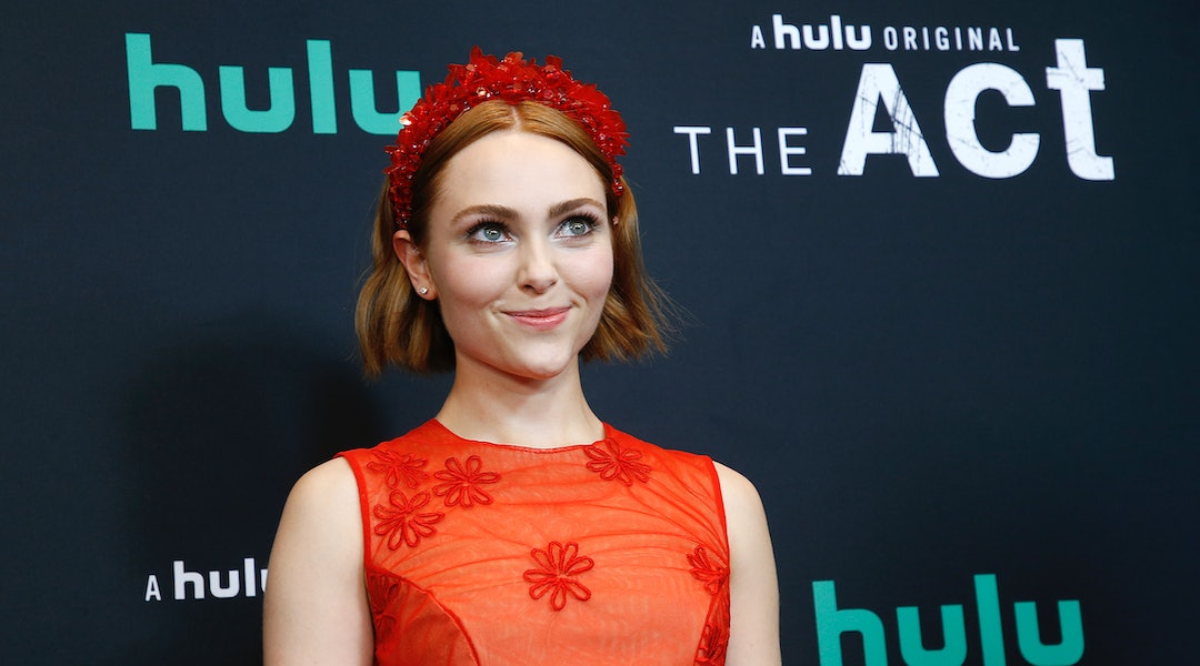 AnnaSophia Robb's blue eyeshadow moment was very '60s-era Twiggy
