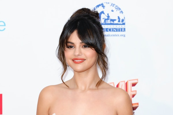 Selena Gomez's Video Complaining About Her Dress