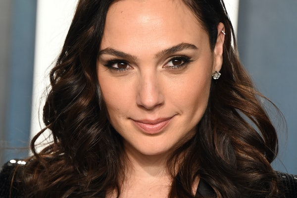 "Tweets About Gal Gadot's Video Of Celebrities Singing ""Imagine"" Are A Mixed Bag"