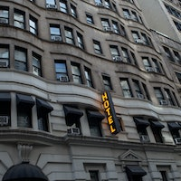 How the Army Corps of Engineers is retrofitting hotels into hospitals
