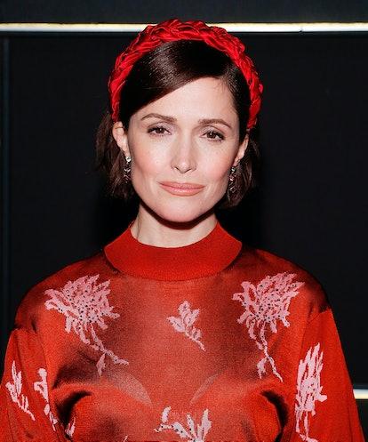 Rose Byrne's red headband makes accessorizing short hair so easy