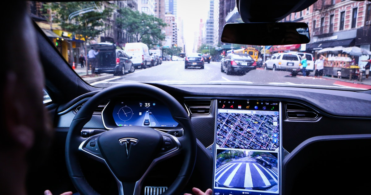 Video shows Teslas will soon be able to autonomously stop at red lights
