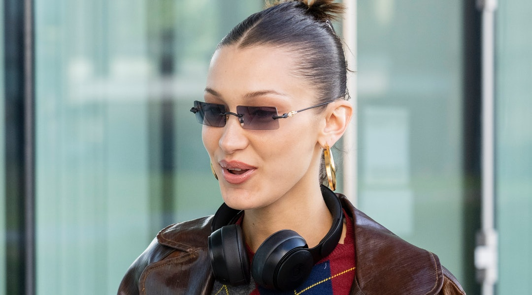 Bella Hadid's claw clip, Hailey Baldwin's face-framing tendrils, and Jennifer Lopez's chunky highlights are just a few of the '90s hair trends in current circulation