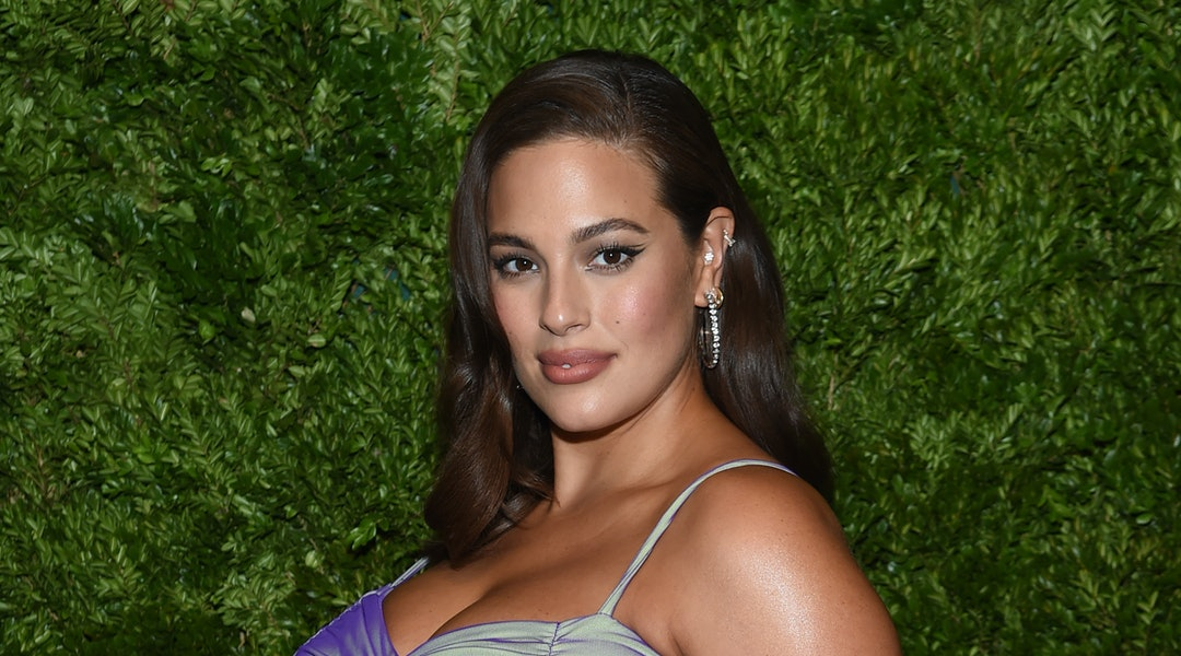 Ashley Graham wore a graphic liner like the black one here during self isolation
