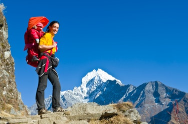 A mom hiked in Mount Everest with her child on her back.