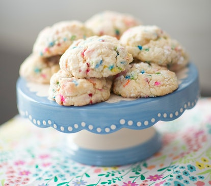 These Funfetti cookies use cake mix as the base, making it an easy dessert to bake for beginners.