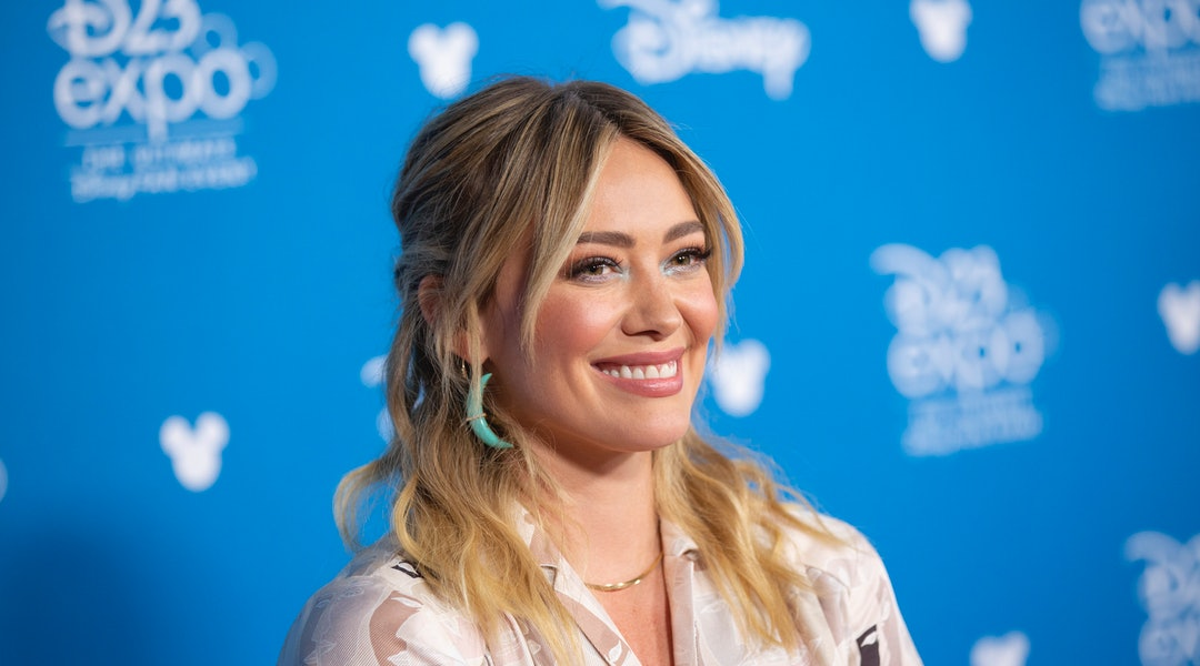 Hilary Duff shared her entire bath routine in an Instagram Story on Thurs.