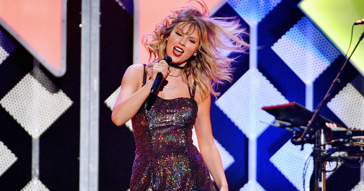 These Taylor Swift Dance Tutorials Call For A Roomie Party In Your Living Room