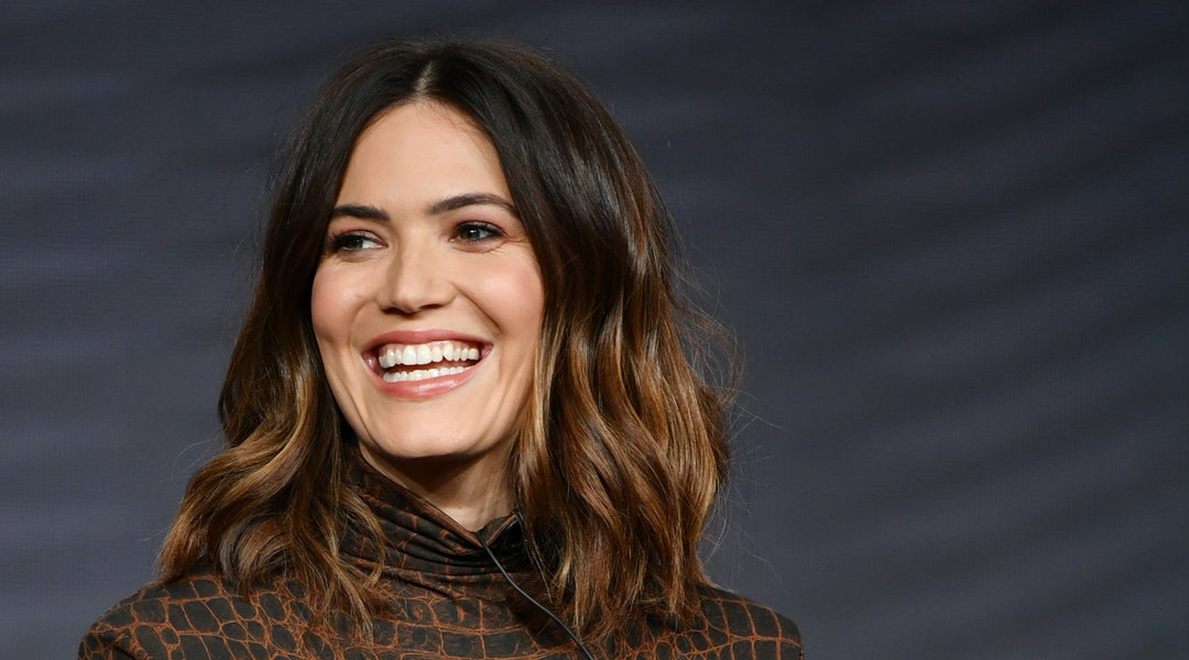 Mandy Moore's everyday makeup routine is simple and about bronze-y glows