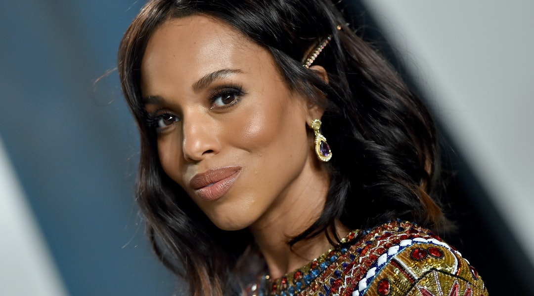 Kerry Washington is the queen of using hair clips to hide her grown-out bangs