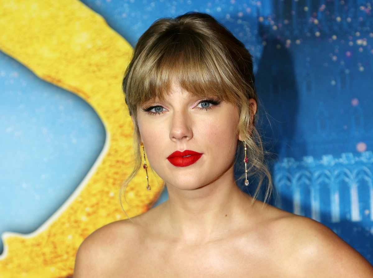 Taylor Swift's statement about her new live album targets her former record label.
