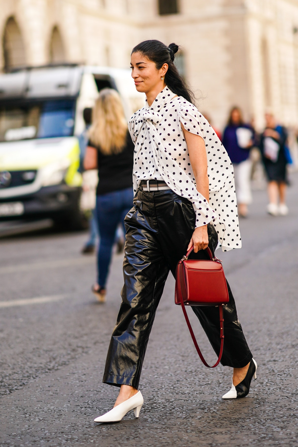 The best online sample sales offer special access to savings on top fashion brands.