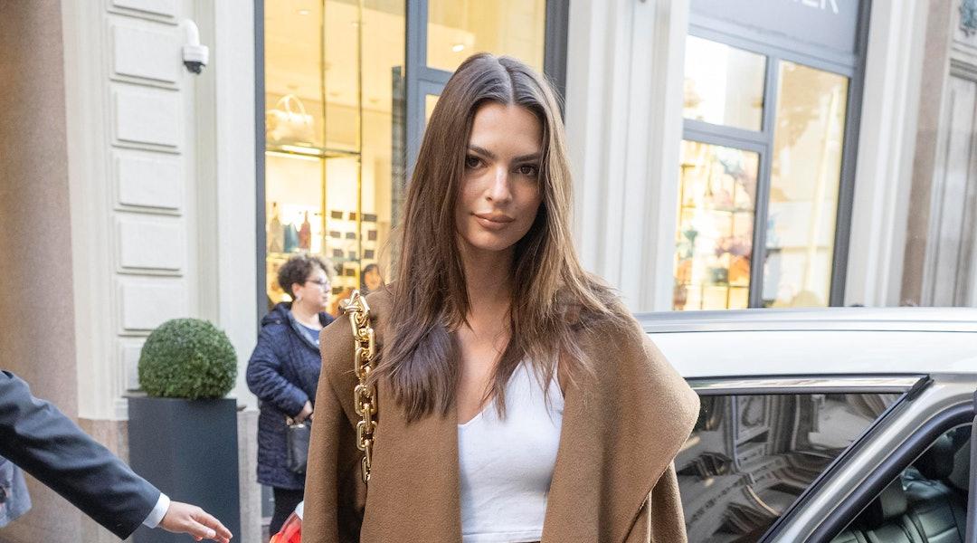 Emily Ratajkowski cut her mid-length hair at home
