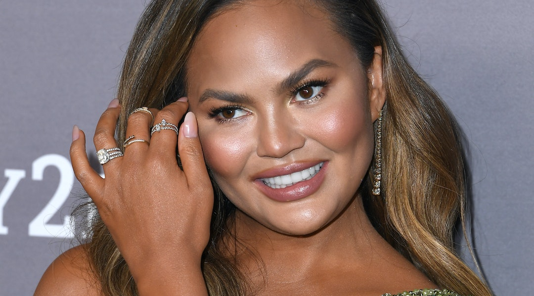 Chrissy Teigen's recent manicure is easily doable at home.