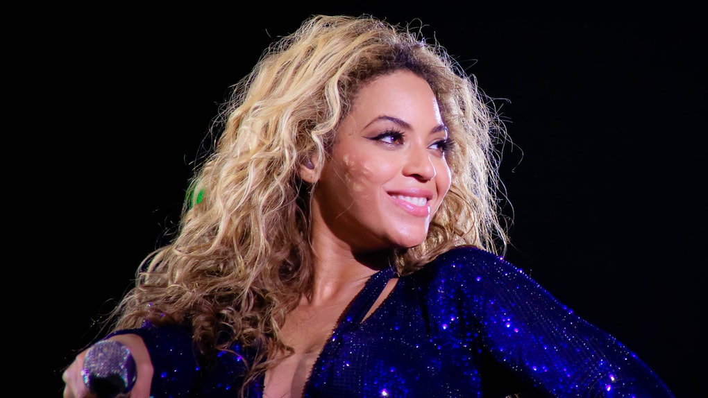 Beyonce performs live on-stage.