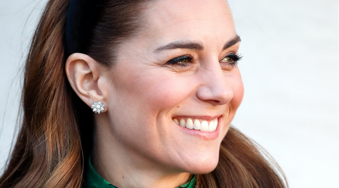 Kate Middleton's headband and waves are an easy hairstyle for work