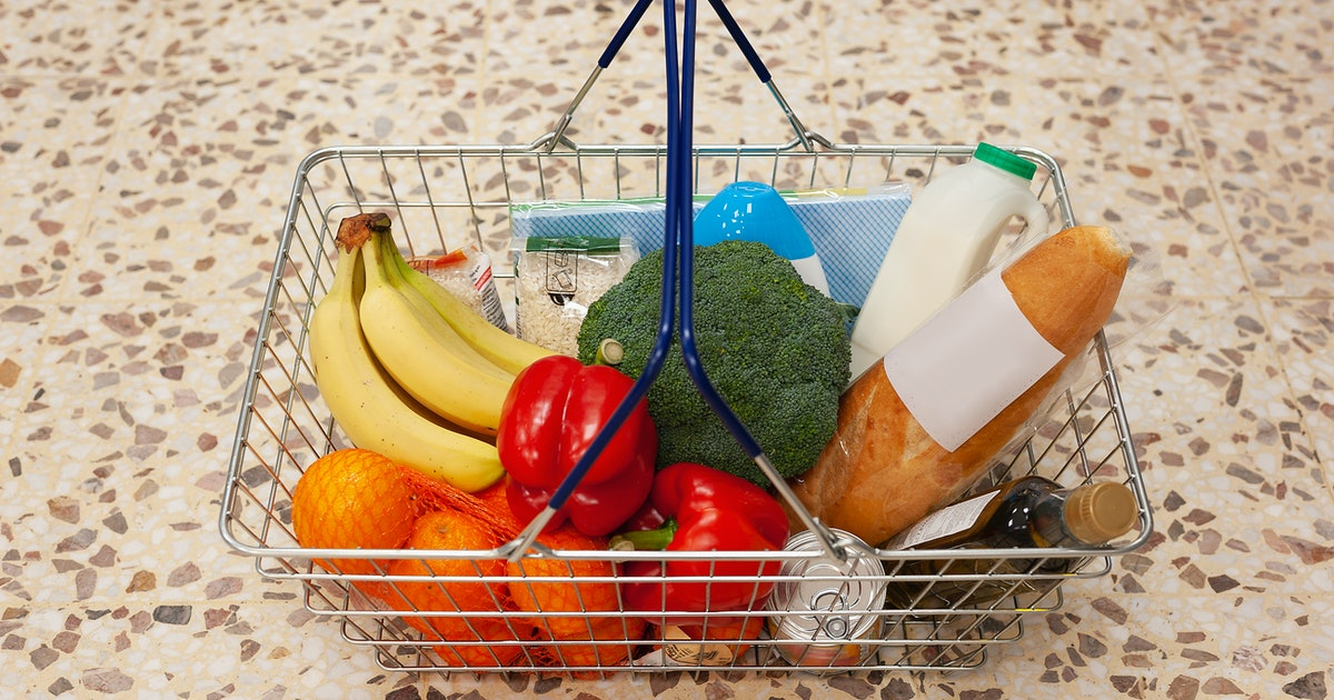 Here's What Experts Say About Disinfecting Groceries During The COVID-19 Outbreak