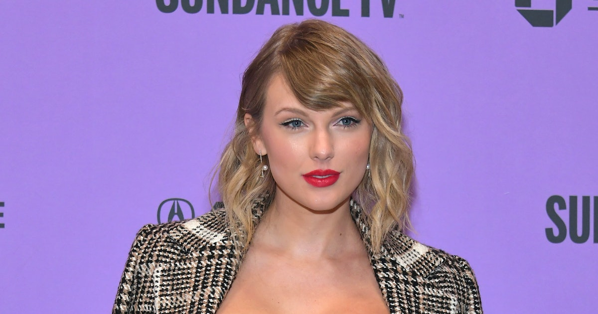 Taylor Swift S Colorful Highlights Are A Surprising New Take On Quarantine S Biggest Hair Trend