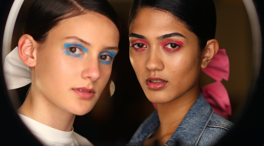 The monochromatic eyeshadow trend on two models backstage.