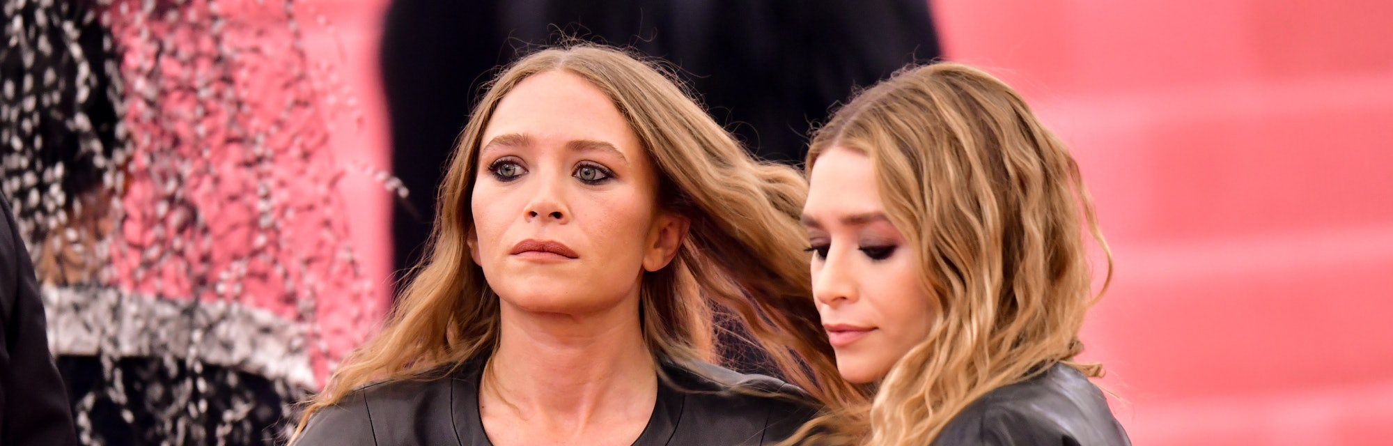 Mary Kate Ashley Olsen S Best Hairstyles Ever From 90s Updos To Their Famous Beachy Waves