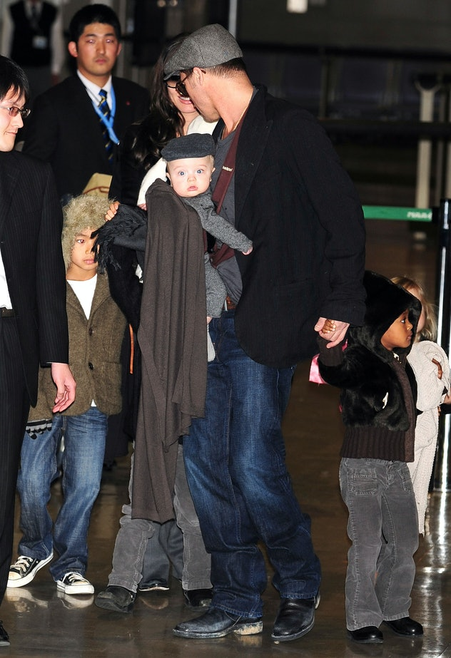 With six kids Brad Pitt needed his hands to be free.