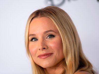 Kristen Bell defends her 5-year-old daughter wearing diapers.