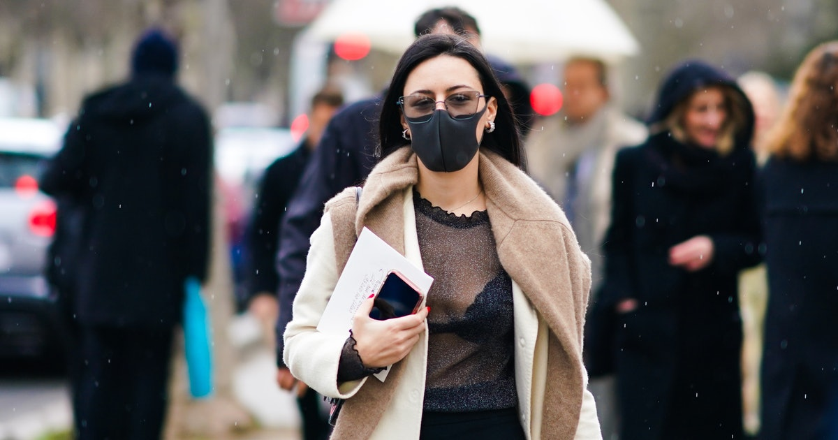 9 Sunglasses That Won't Fog Up When You're Wearing A Mask