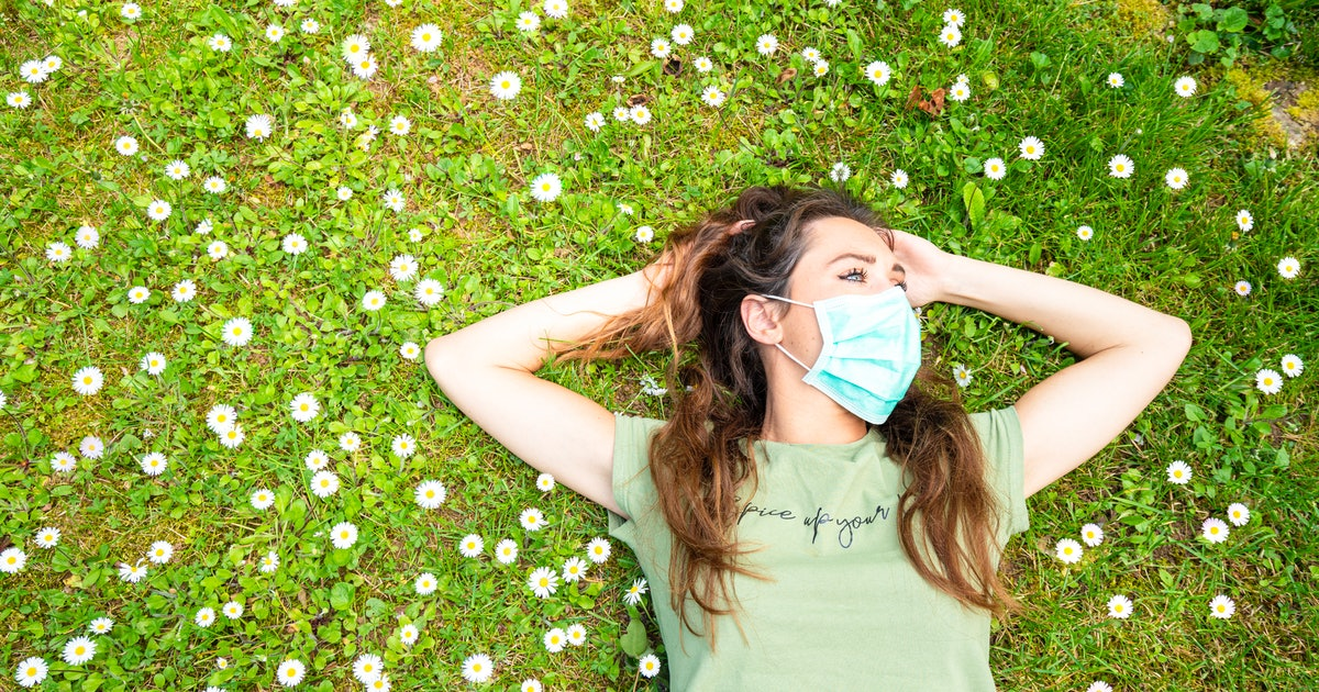 What Happens In Your Brain When You See Someone In A Face Mask, According To Experts