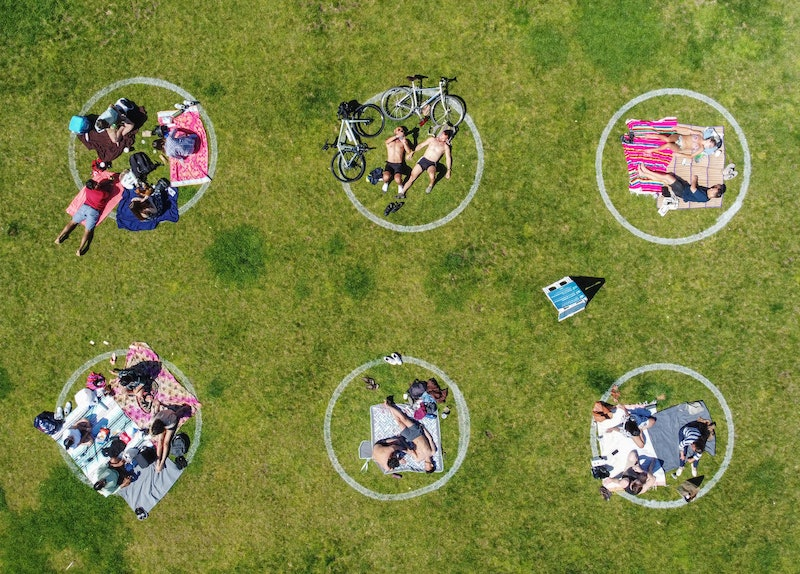 A park with social distancing circles. Talking to somebody who isn't respecting social distancing rules can be difficult, experts say.