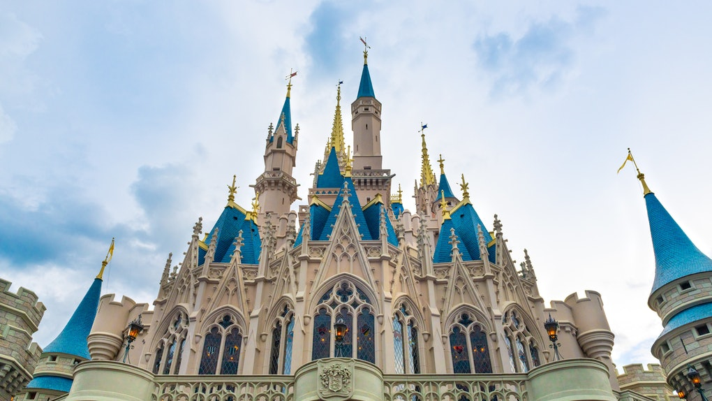 These coronavirus precautions at Disney World will give you an idea of what to expect on your nexy vacay.