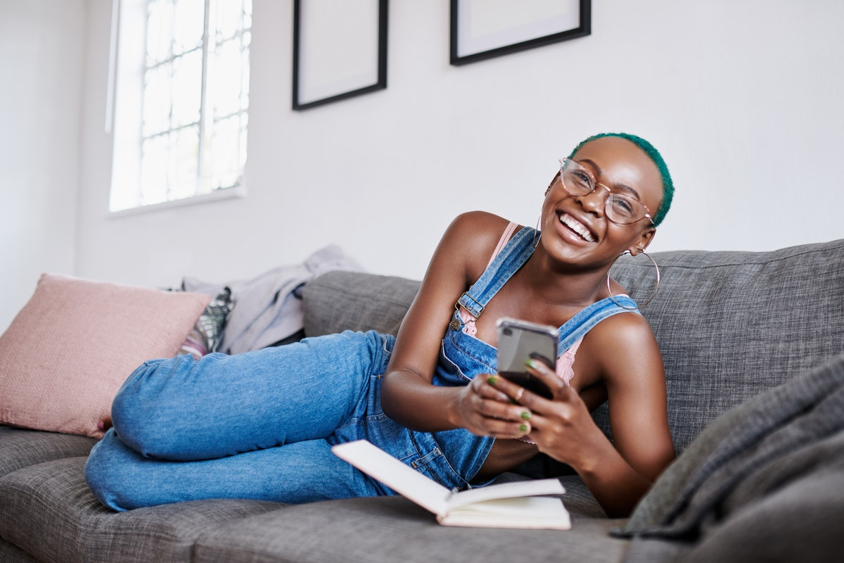 Here's how to build confidence before a FaceTime date, according to experts.