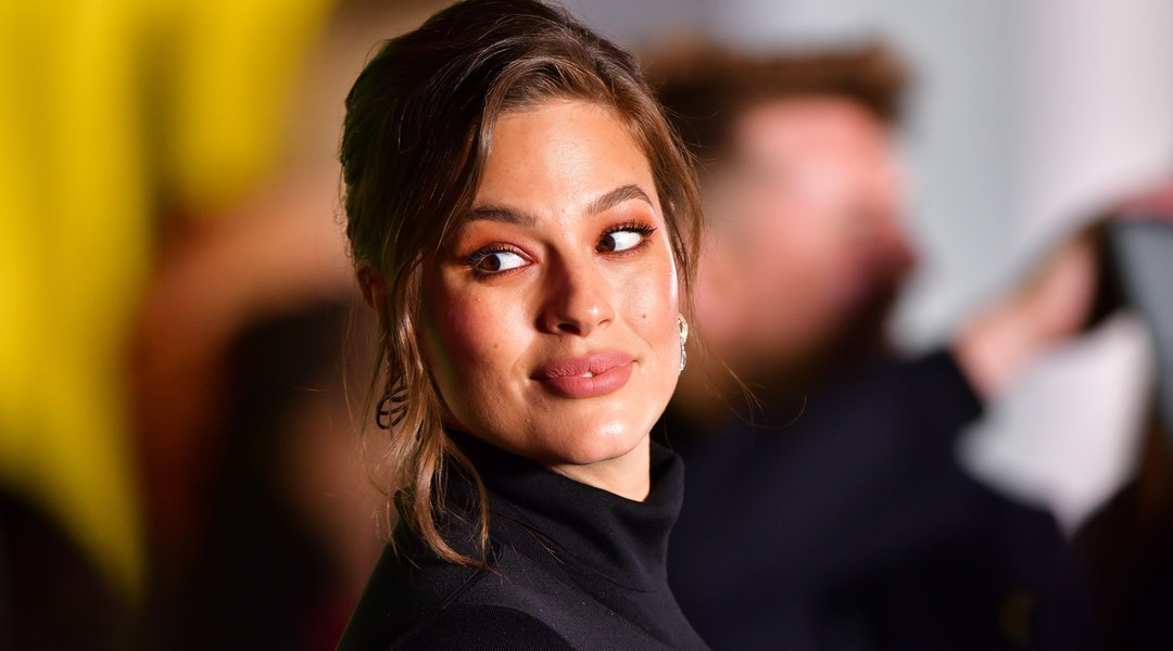 Ashley Graham shared her makeup routine on May 5 with her followers.