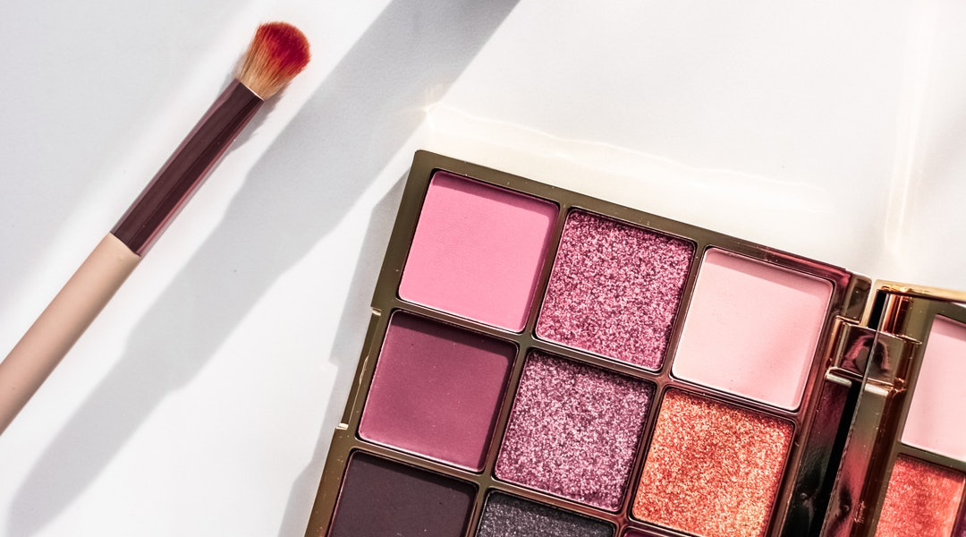 There are a variety of eyeshadow palettes under $20 that are well worth buying.