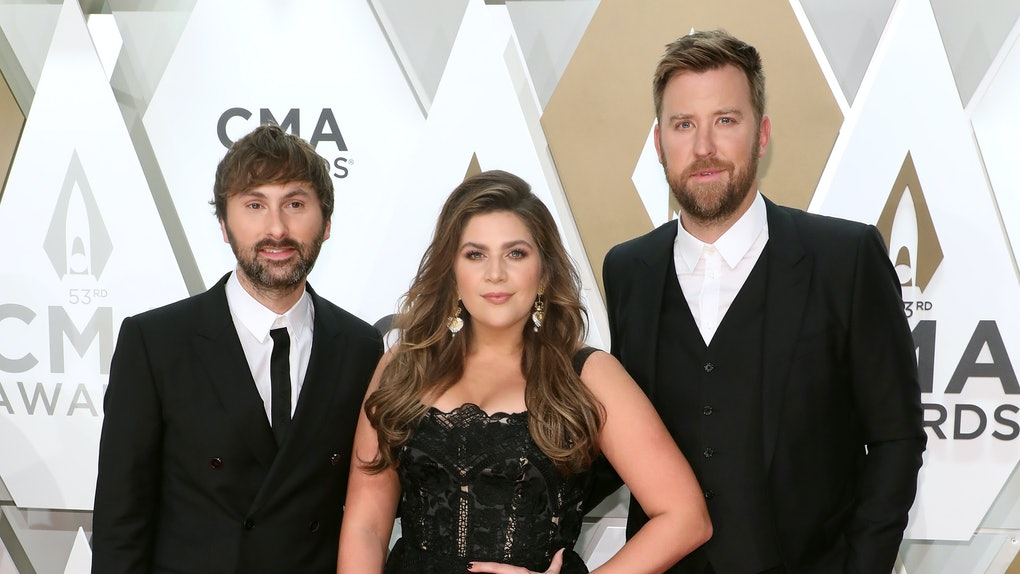 Lady Antebellum attend the CMA Awards.
