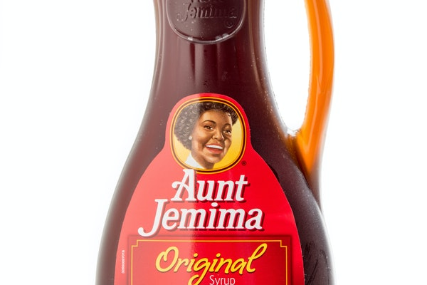 These tweets about Quaker reiting the Aunt Jemima brand are quick to bring the racist origins to attention.