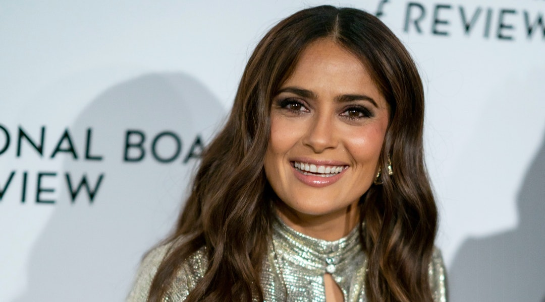 Salma Hayek recently dyed her own hair at home just in time for summer.