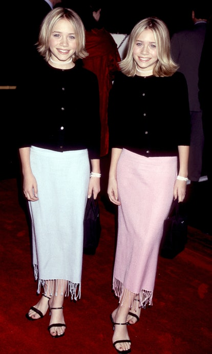 """Mary-Kate Olsen and Ashley Olsen attend the """"Anna and the King"""" Los Angeles Premiere in 1999."""