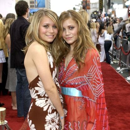 """Ashley Olsen and Mary-Kate Olsen during """"Charlie's Angels 2 - Full Throttle"""" Premiere - Red Carpet at Mann's Chinese Theatre in Hollywood, California, United States."""