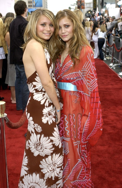 """Ashley Olsen and Mary-Kate Olsen during """"Charlie's Angels 2 - Full Throttle"""" Premiere - Red Carpet a..."""