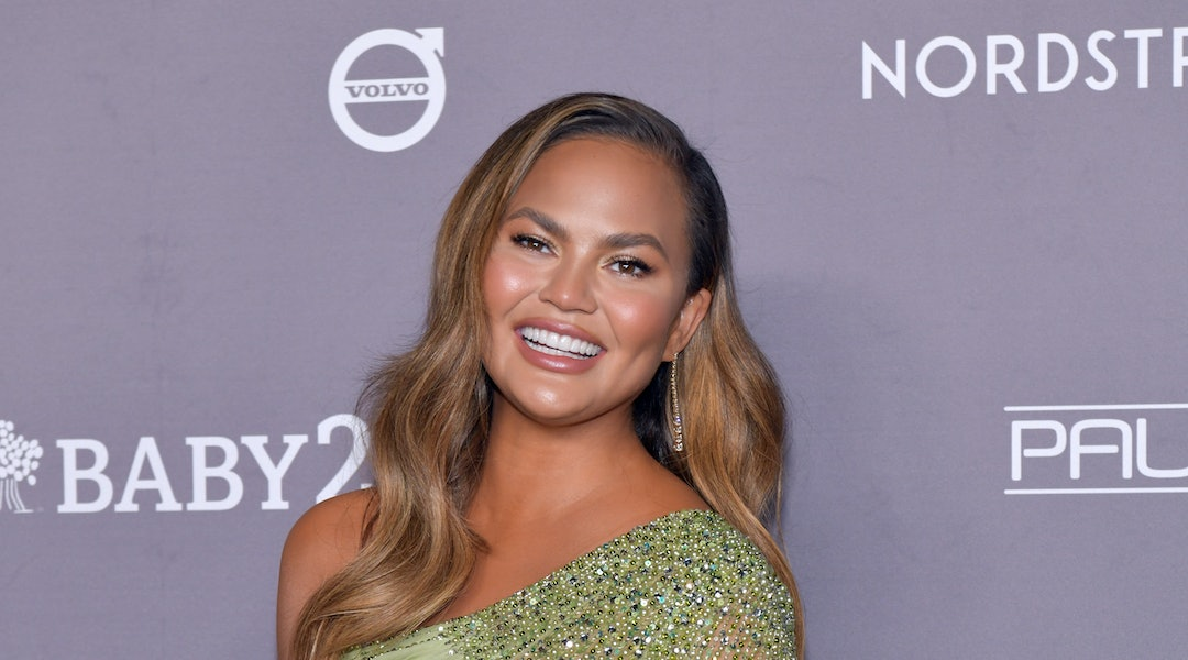 How to wear neon eye makeup, according to Chrissy Teigen