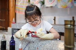 These 12 tie-dye crafts to do with your kids will keep them entertained and occupied while having fu...