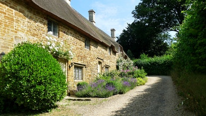 A row of quaint cotswold cottages
