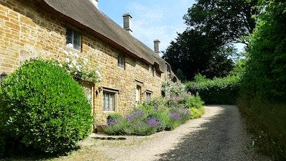 A row of quaint cotswold cottages